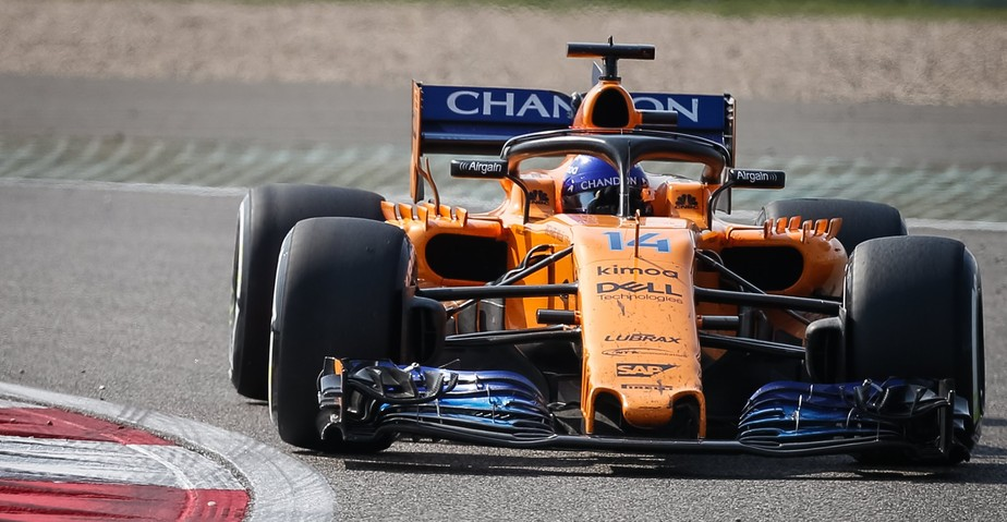 Fernando Alonso seca rivais para se aproximar dos primeiros lugares