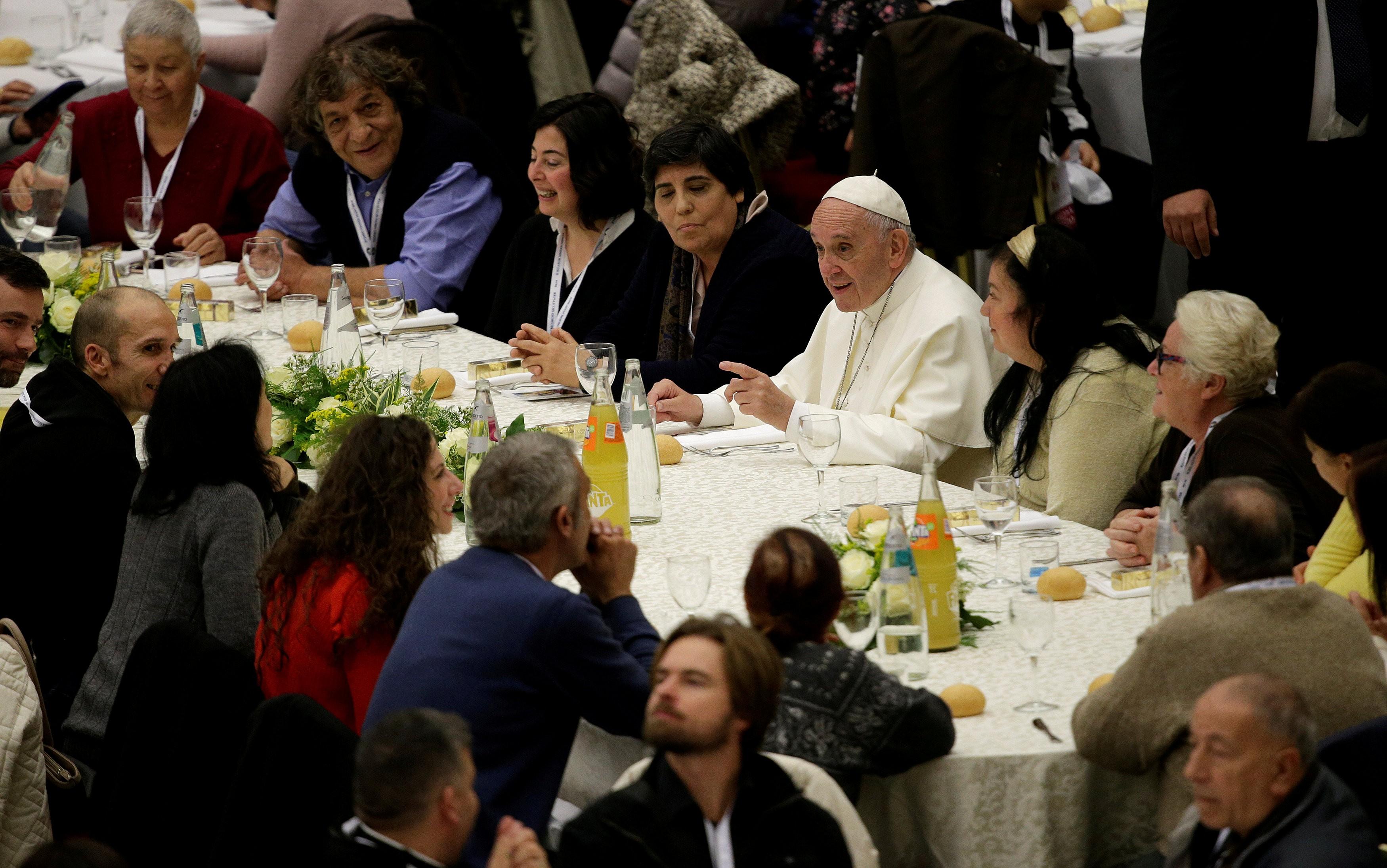 Papa Francisco oferece almoço a milhares de excluídos na Jornada Mundial dos Pobres