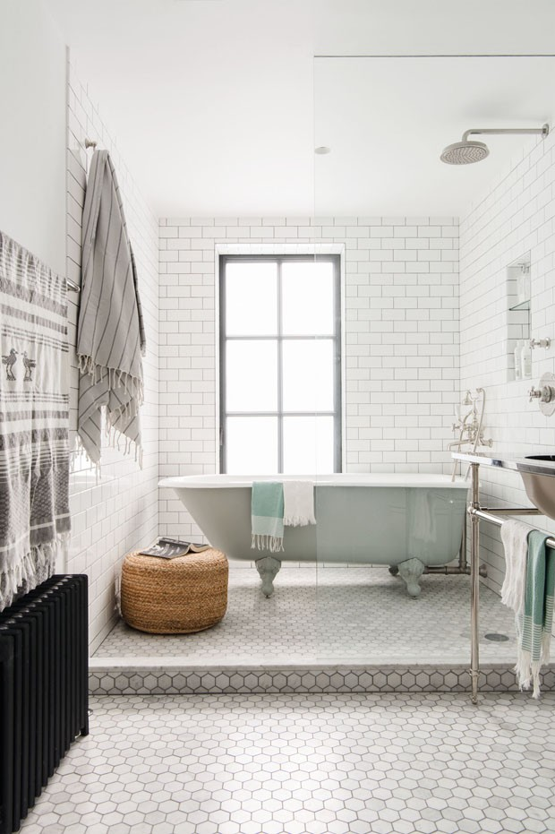 Décor do dia: banheiro branco total (Foto: Dustin Aksland)