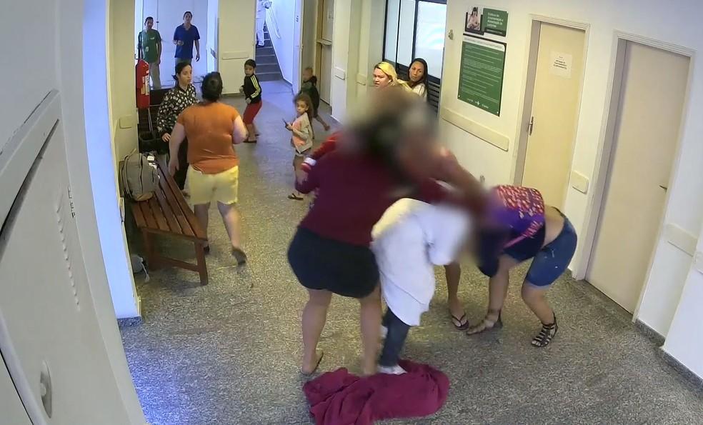 Pacientes e funcionários do Pronto Socorro ajudaram para apartar a briga (Foto: Divulgação/Prefeitura de Santos)