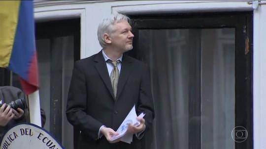 Julian Assange é condenado a 50 semanas de prisão