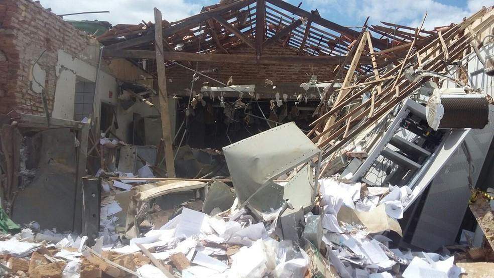 Agência do Banco do Brasil ficou destruída (Foto: Biana Alencar/TV Verdes Mares)