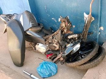 Soldado do Exército foi preso com motocicleta roubada em Várzea Grande. (Foto: Divulgação/PM)