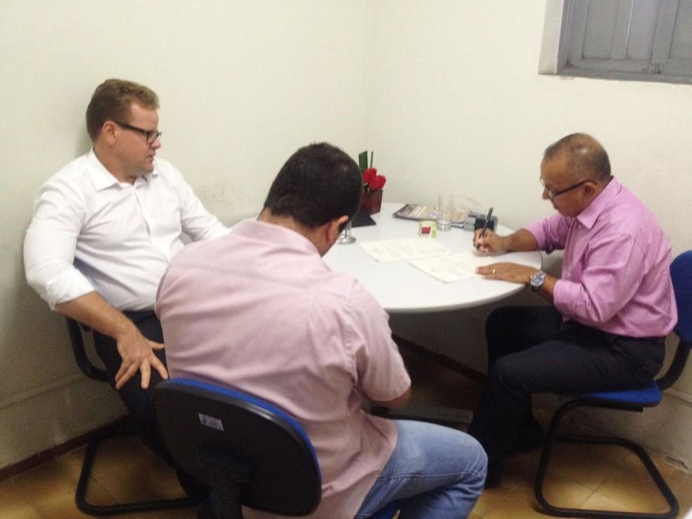 Presidente da Câmara Municipal de Ceará-Mirim, vereador Ronaldo Venâncio (PV), foi notificado sobre o julgamento do TRE na manhã desta sexta (27) (Foto: Jorge Moreira/Assessoria de Comunicação da Câmara Municipal de Ceará-Mirim)
