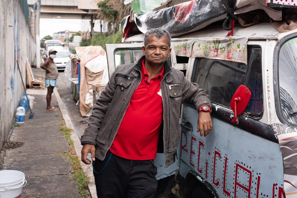 Geraldo Pereira Gomes vive em sua kombi na zona leste de São Paulo — Foto: Marcelo Brandt/G1