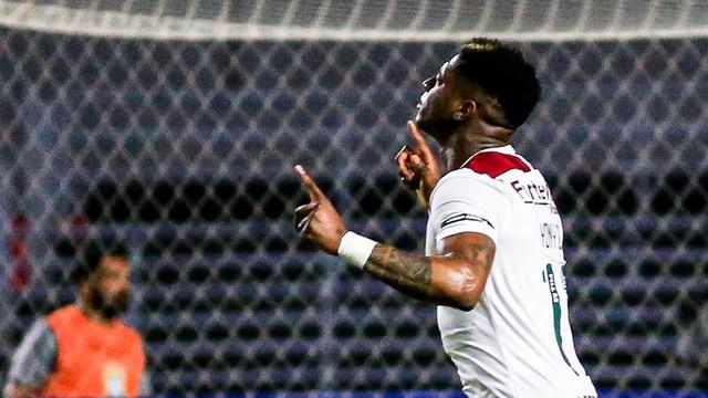 Yony comemora gol pelo Flu