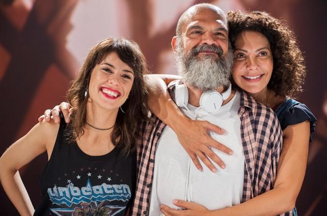 Andreia Horta, nova apresentadora de 'O país do cinema', Marcello Ludwig (diretor do programa ) e Fabiula Nascimento, que gravou como convidada (Foto: Juliana Torres)