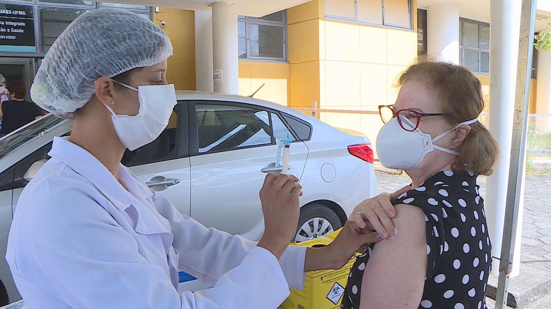 BH vacina cerca de 17 mil idosos de 73 e 74 anos em sábado de antecipação da segunda dose
