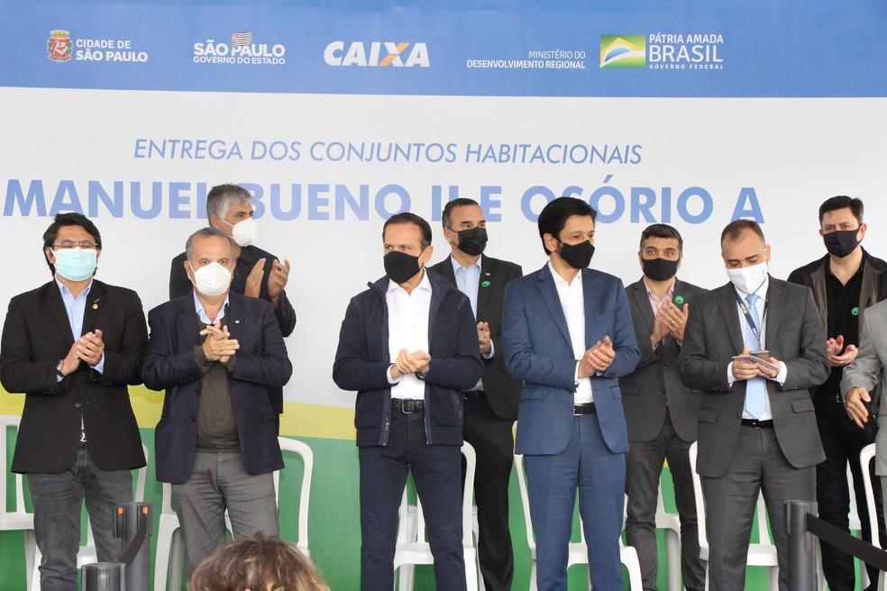 O Governador de São Paulo (SP), João Doria, e o prefeito Ricardo Nunes (MDB) em evento nesta sexta-feira (28) de entrega de 413 apartamentos na zona leste de São Paulo — Foto: JOSUÉ EMIDIO/FUTURA PRESS/ESTADÃO CONTEÚDO