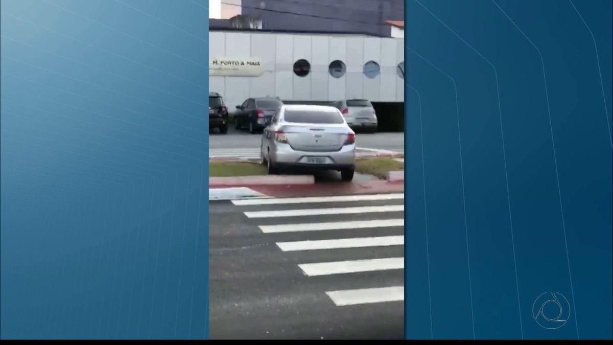 Motorista é flagrado ao fazer contorno sobre canteiro em João Pessoa; vídeo