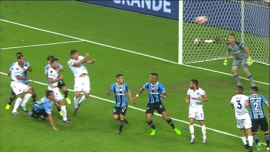 Marcelo Grohe faz duas defesaças contra o Lanús na final da Libertadores