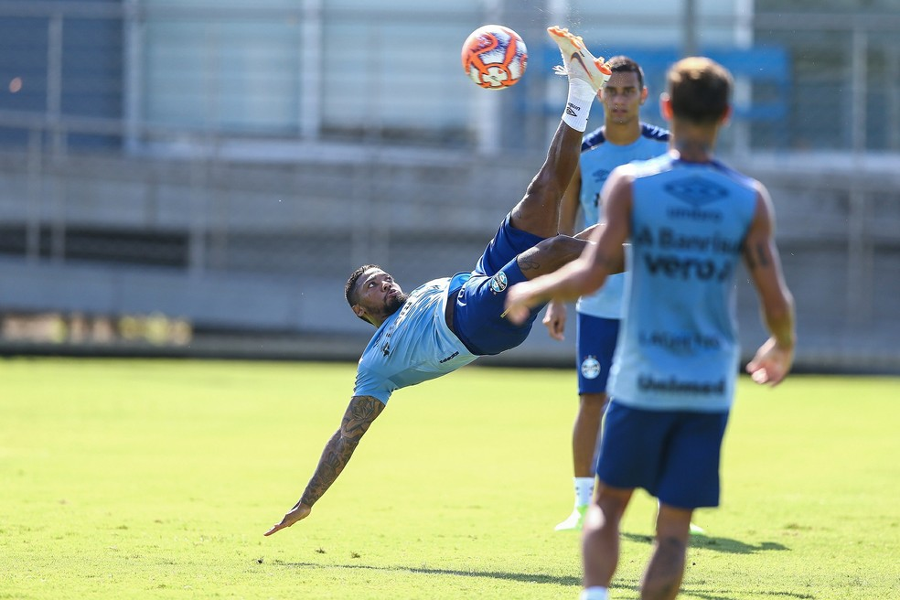 Marinho ganha pontos com Renato após polêmica — Foto: Lucas Uebel/Grêmio FBPA