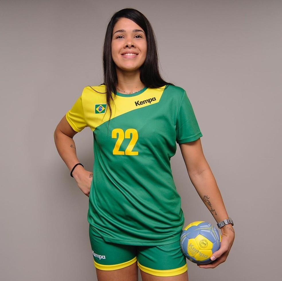 Samara Vieira foi eleita a melhor defensora da Liga da Romênia — Foto: Divulgação