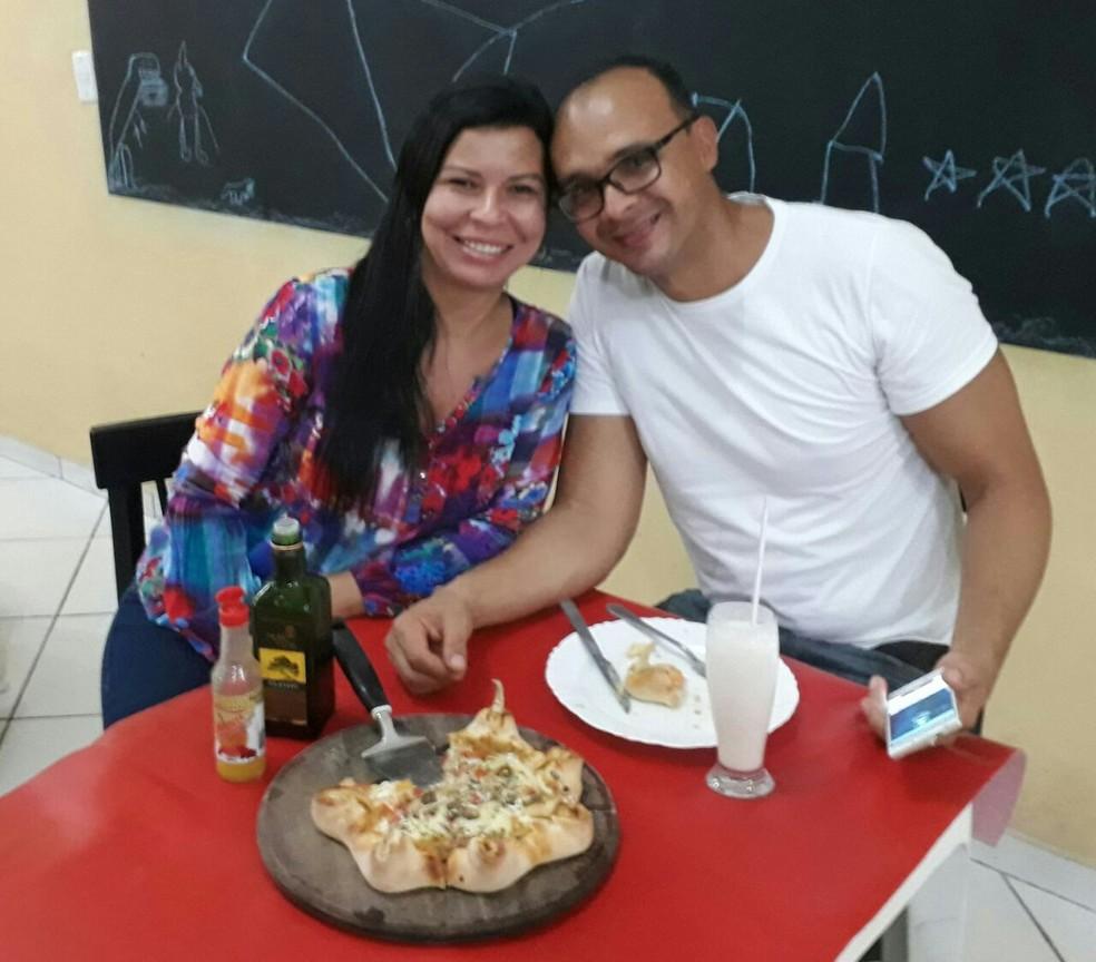 Casal administra restaurante em Vigia, nordeste do Pará, com mais de 40 sabores de pizza. (Foto: Fábio Lima / Arquivo Pessoal)