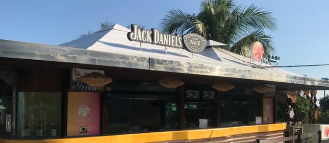 O quiosque Krabi Beach Club agora tem um espaço da Jack Daniel's