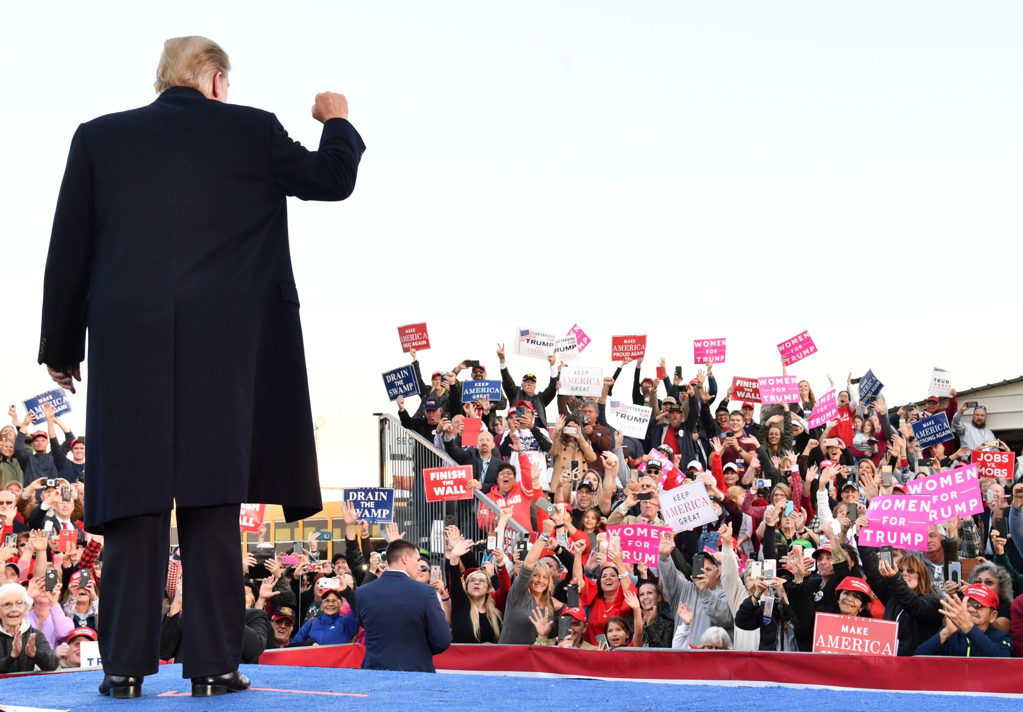 Presidente Donald Trump em comício de campanha antes de eleições legislativas de 2018