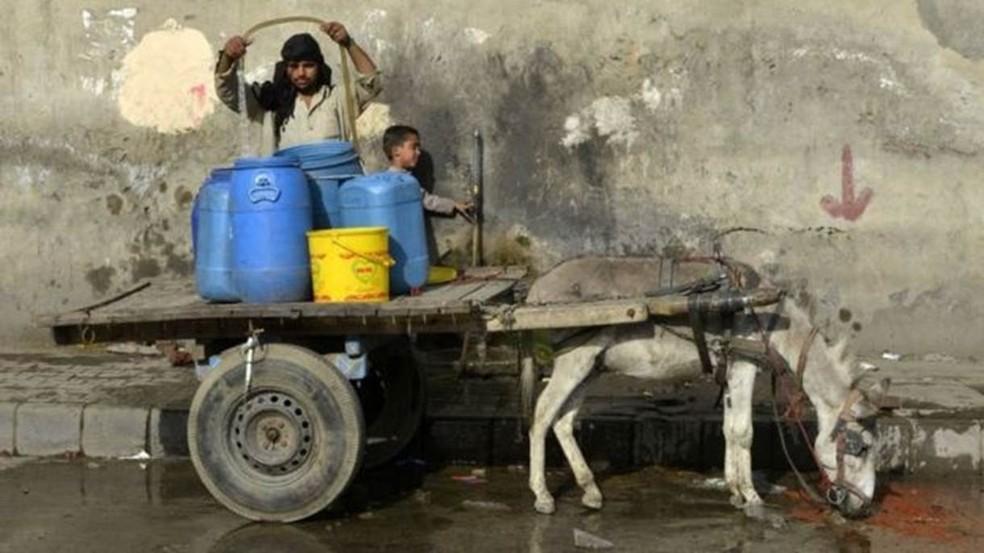 Estudos sugerem que Índia, Paquistão e Bangladesh terão temperaturas próximas aos limites de sobrevivência até 2100 — Foto: Getty Images via BBC