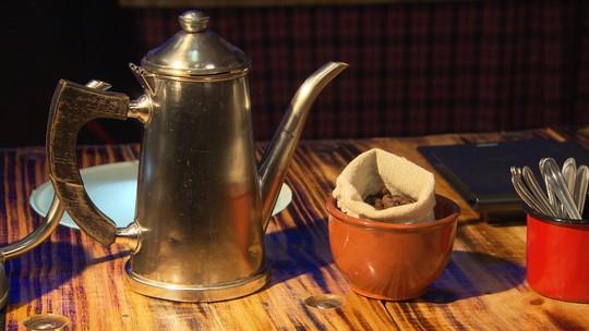 Barista ensina truques para fazer um bom café coado em casa