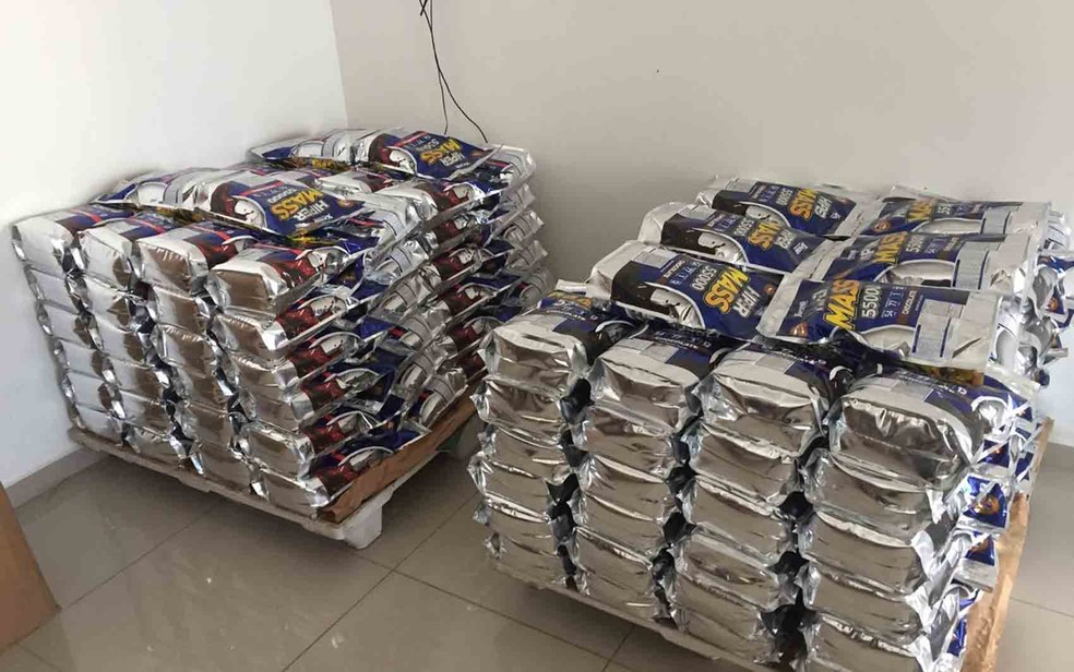 Suplementos clandestinos eram comercializados em todo o Nordeste, segundo PF (Foto: Divulgação/ PF)