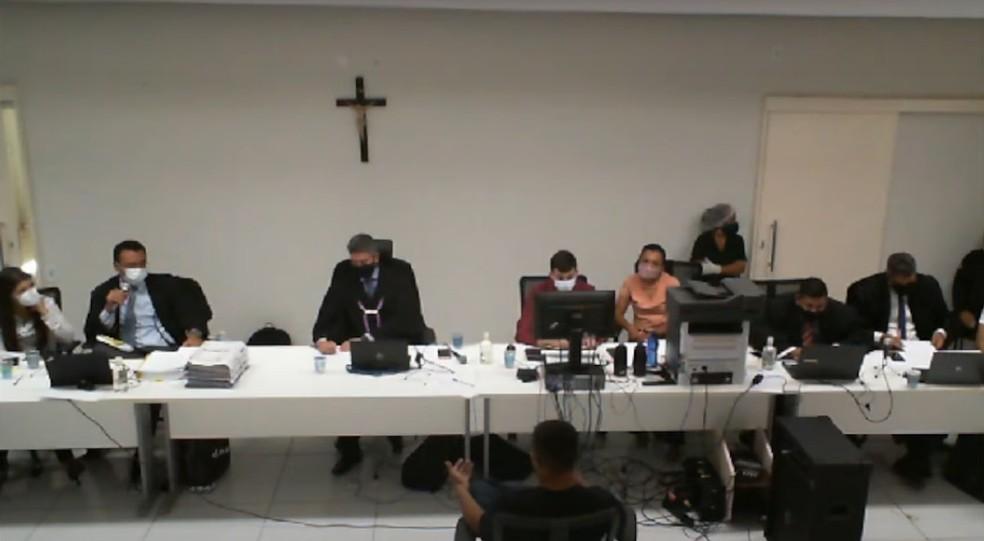 Audiçência do Tribunal do Júri em Valença do Piauí — Foto: Reprodução/YouTube