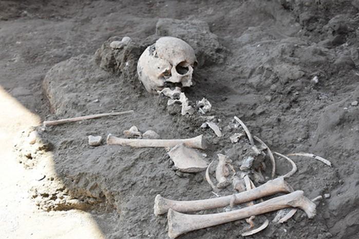 Esqueleto de criança foi encontrado perto da área de banhos termais de Pompeia (Foto: Reprodução/Parco Archeologico Di Pompeii )
