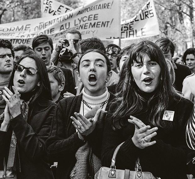 Universitárias tomam as ruas da cidade em maio de 1968 (Foto: AFP Photo)