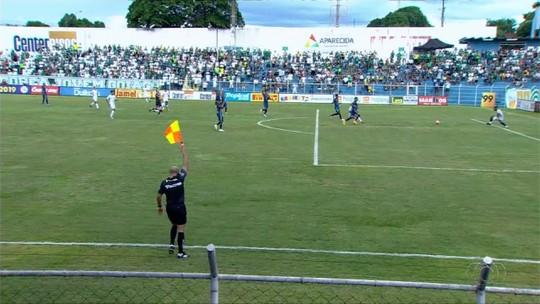 """Mesmo vencendo, Barbieri reivindica gol anulado: """"Só estou vendo o Goiás ser prejudicado"""""""
