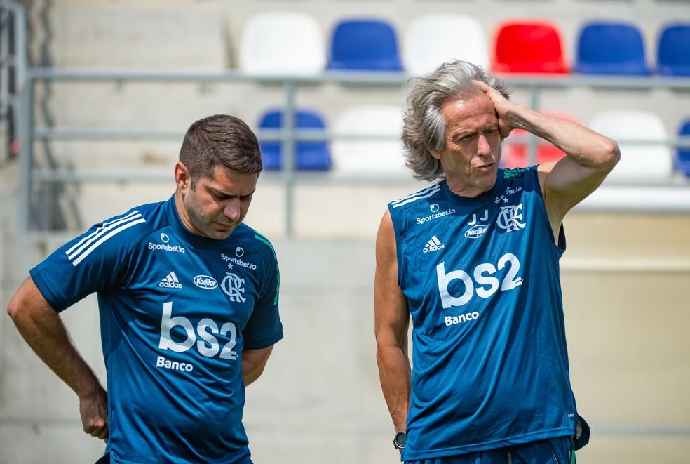 Jorge Jesus ao lado do médico Marcio Tannure — Foto: Alexandre Vidal/Flamengo
