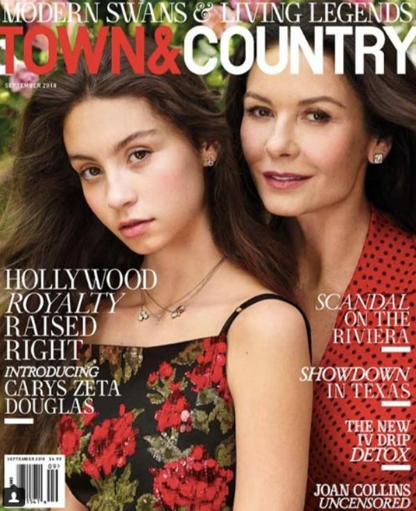 Catherine Zeta-Jones e Carys Zeta Douglas em Town & Country (Foto: Reprodução Instagram)