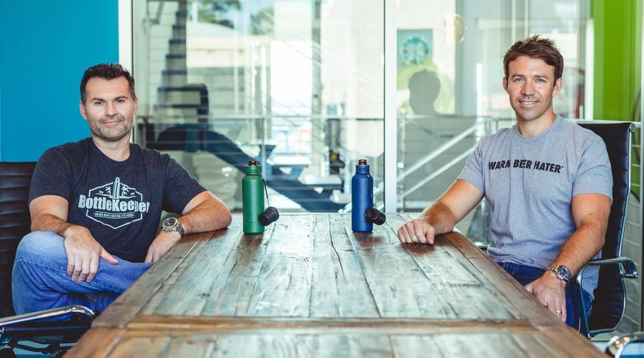 Matt Campbell e Adam Callinan são os fundadores da Bottlekeeper (Foto: Divulgação)