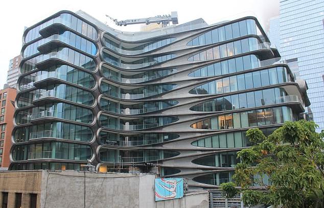O prédio no qual está instalado o novo apartamento da cantora Ariana Grande (Foto: Instagram)