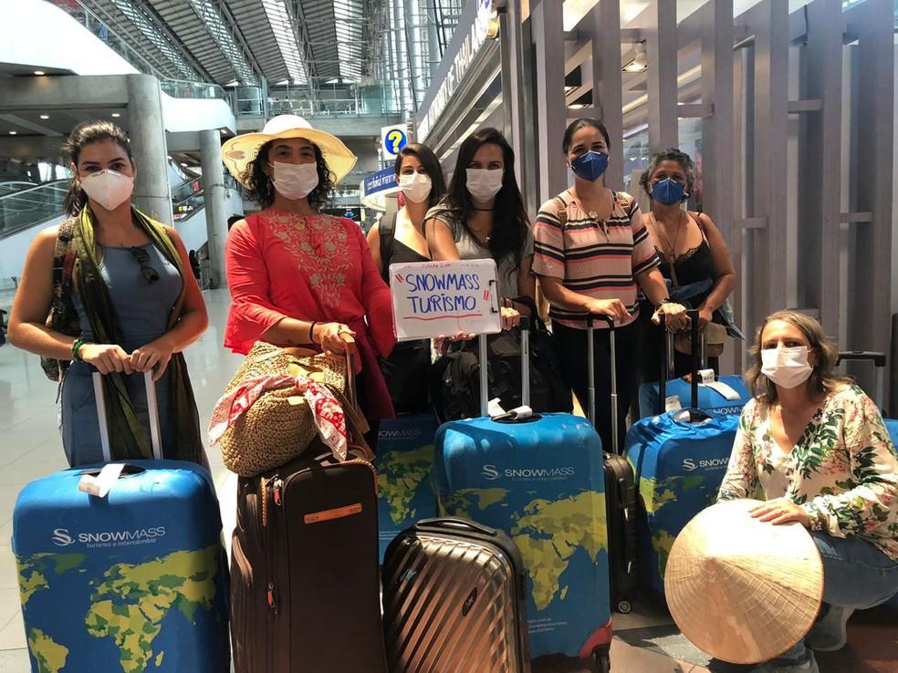 Grupo de brasileiras foi para Tailândia para para participar de imersão em meditação. Elas não têm previsão de embarque para o Brasil — Foto: Luciana Machado Fiel / Arquivo Pessoal