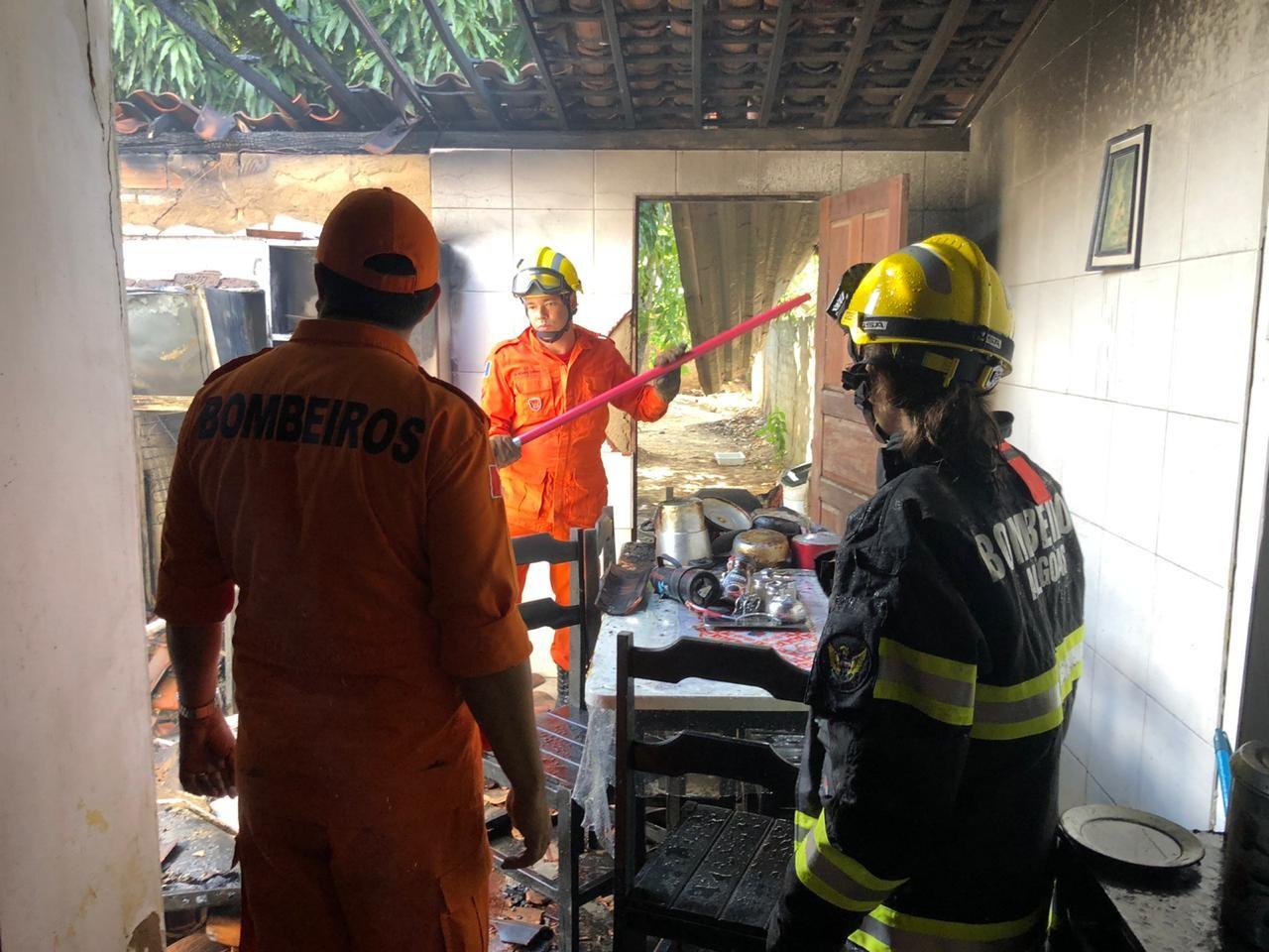 Incêndio destrói cozinha de residência em Penedo, AL - Notícias - Plantão Diário