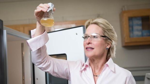 A americana Frances Arnold foi a quinta mulher a ganhar o Nobel de Química (Foto: EPA via BBC News Brasil)
