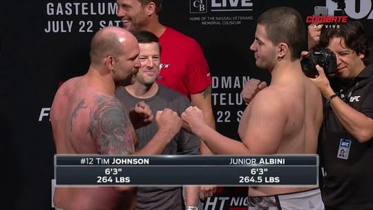 Rival aperta bochecha de brasileiro em cerimônia de pesagem do UFC