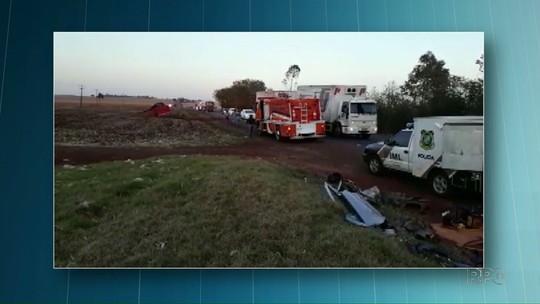 Acidente entre carro e caminhões na PR-239 deixa quatro mortos