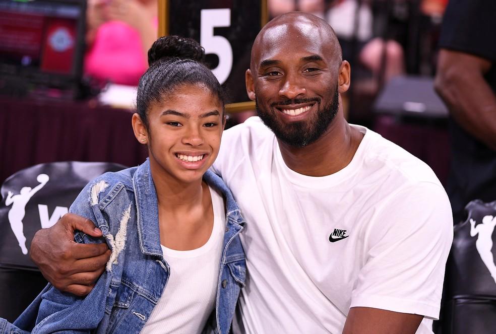 Kobe Bryant ao lado da filha Gianna no All Star Game da WNBA  — Foto: Reuters
