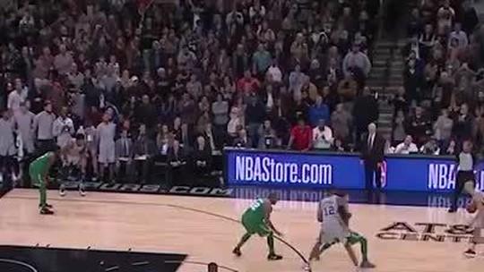 """Popovich rasga elogios a Ginobili após cesta decisiva contra os Celtics: """"Ele é incrível"""""""
