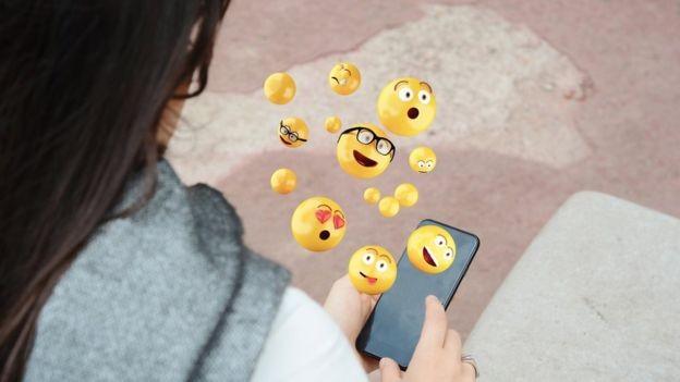 Sabia que seu telefone pode até 'ler' os emoticons? (Foto: Getty Images via BBC News)