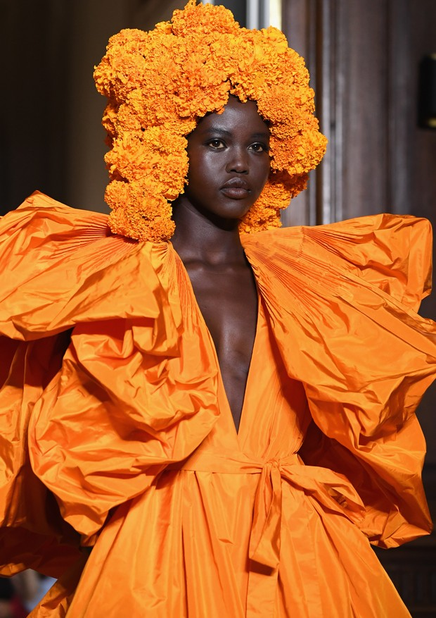 PARIS, FRANCE - JULY 04:  A model walks the runway during the Valentino Haute Couture Fall Winter 2018/2019  show as part of Paris Fashion Week on July 4, 2018 in Paris, France.  (Photo by Pascal Le Segretain/Getty Images) (Foto: Getty Images)