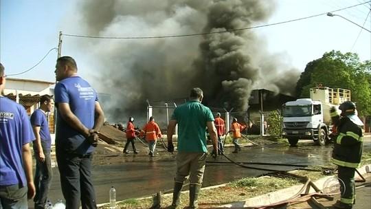 Usina de Andradina pega fogo e área ao redor é isolada por risco de explosão