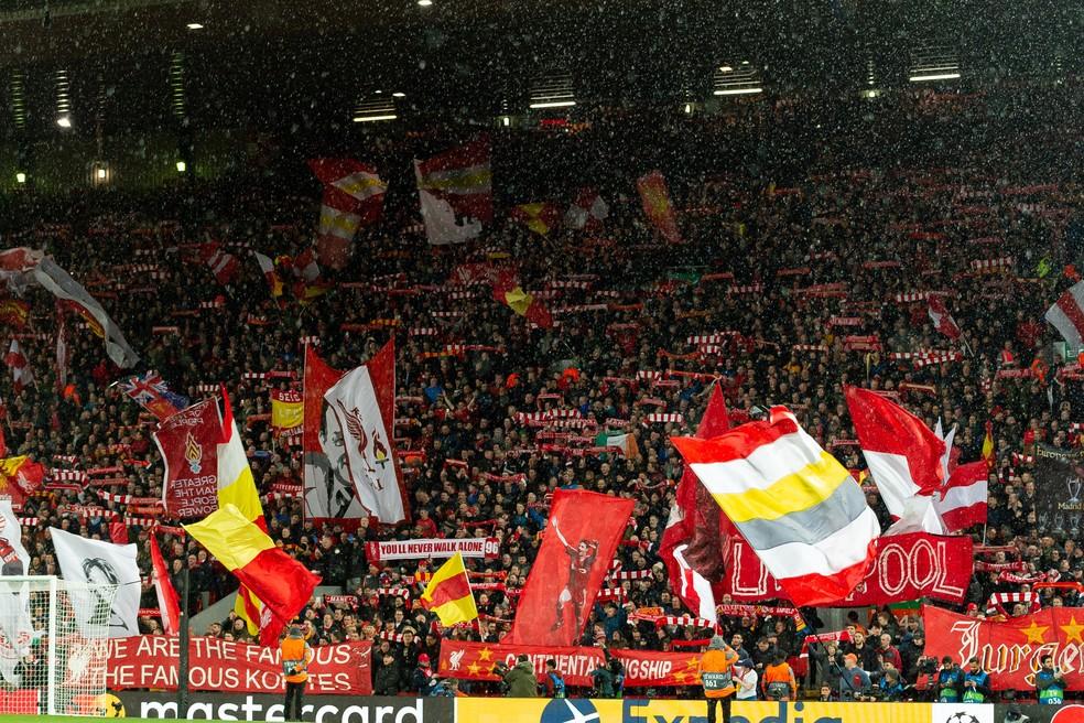 Torcida do Liverpool em Anfield antes do duelo contra o Atlético de Madrid pela Liga dos Campeões — Foto: Getty Images
