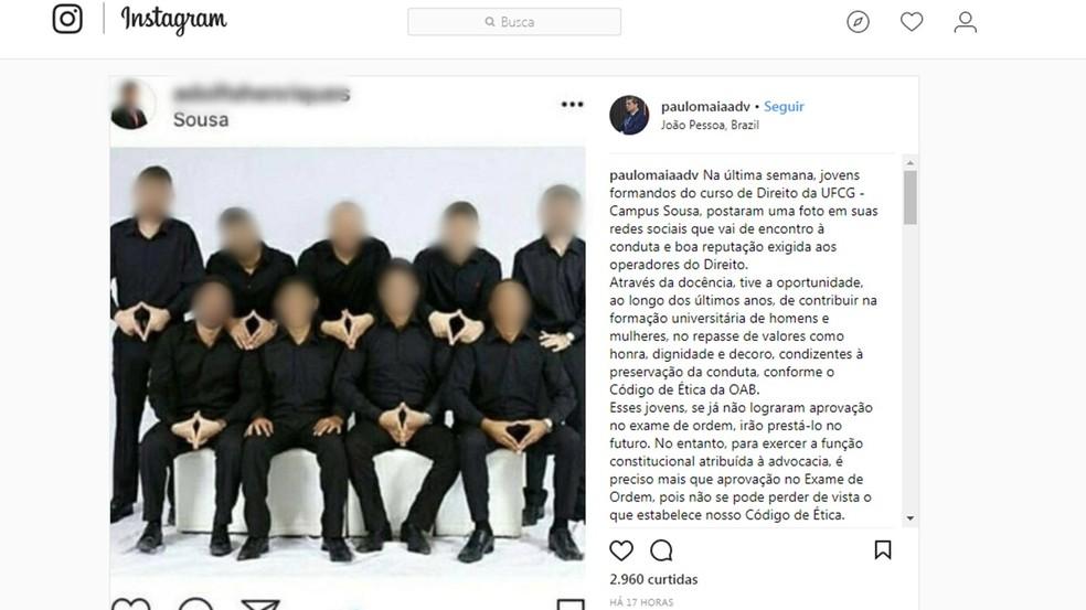 Formandos de direito, no campus de Sousa da UFCG, fizeram foto de formatura com gesto obsceno, na Paraíba (Foto: Reprodução/Instagram/paulomaiaadv)