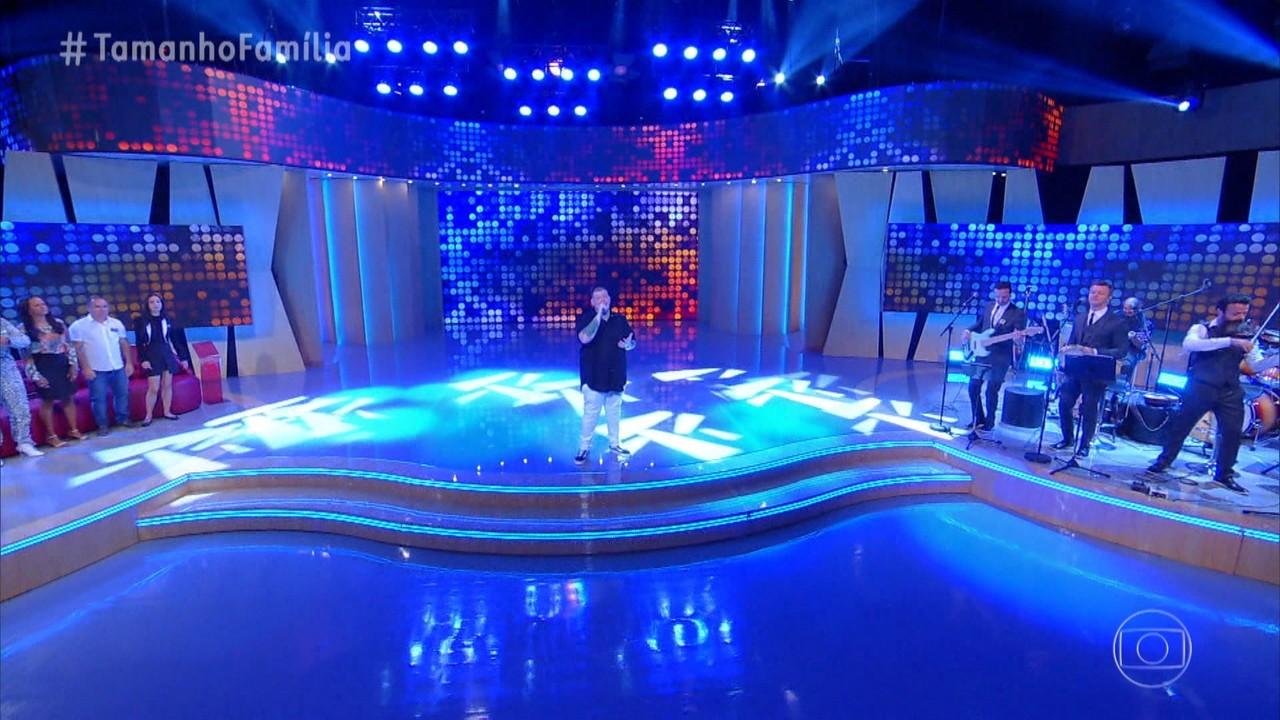 Ferrugem canta 'Pirata e Tesouro' no palco do Tamanho Família