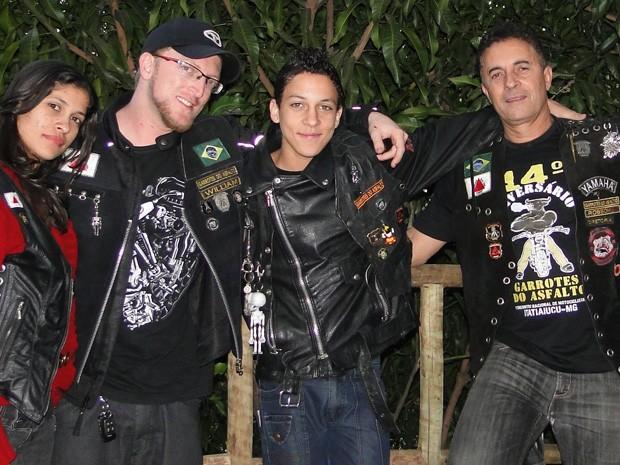Robson 'contaminou' toda a família com a paixão pelas motos (Foto: Raquel Freitas/G1)