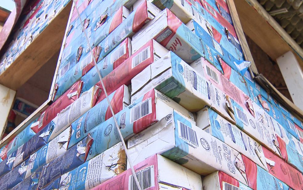 Casinha de brinquedo feita por morador de Sobradinho, no DF, foi construída com caixas de leite (Foto: TV Globo/Reprodução)