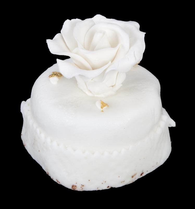 Pedaço de bolo de casamento de Donald Trump e Melania é vendido por US$ 2.240