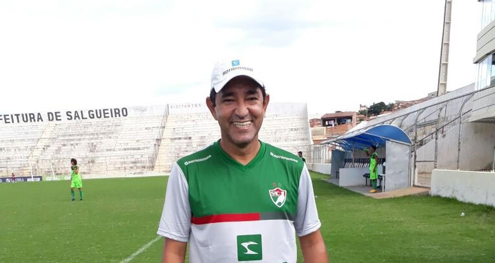 Sérgio China  voltou a elogiar a entrega dos jogadores do Salgueiro (Foto: Ivo Ferraz / TV Grande Rio)