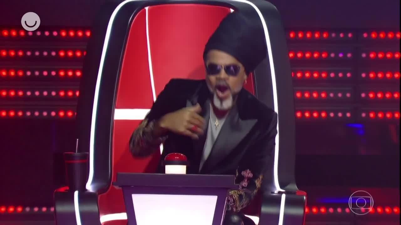 Relembre as melhores reações de Carlinhos Brown no 'The Voice Brasil'