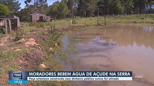 Sem poço artesiano, moradores de comunidade de Correia Pinto precisam beber água de açude